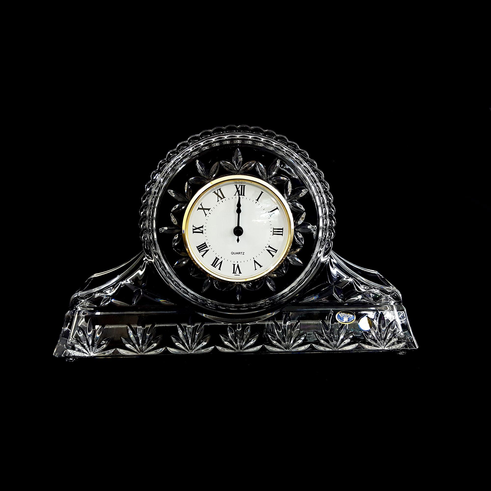 đồng hồ pha lê sang trọng