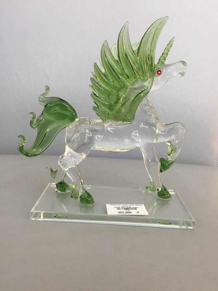 Ngựa phong thủy làm quà tặng pha lê