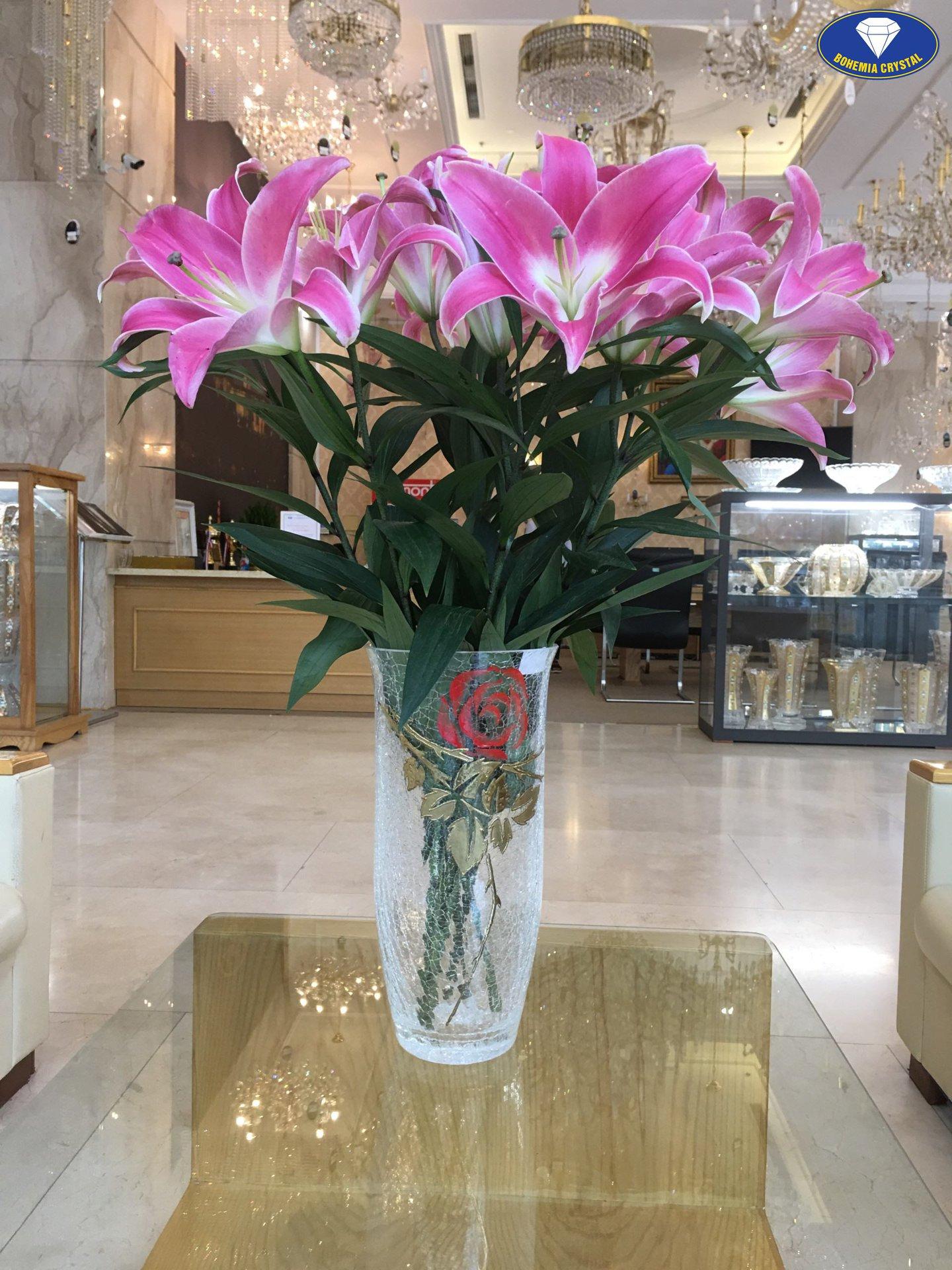 Lọ hoa pha lê cắm hoa ly