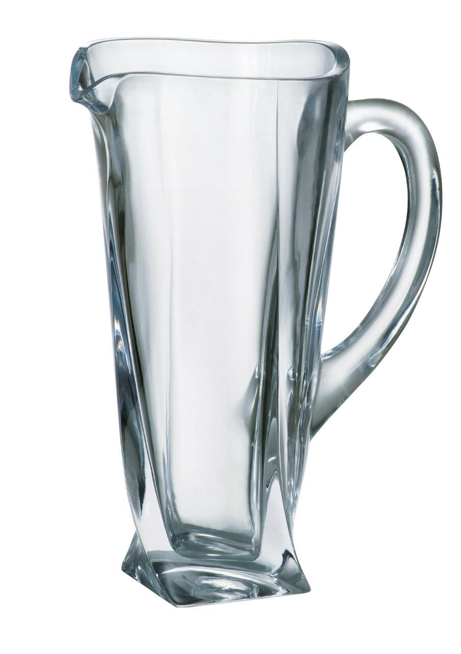 Ảnh minh họa Bình pha lê uống nước