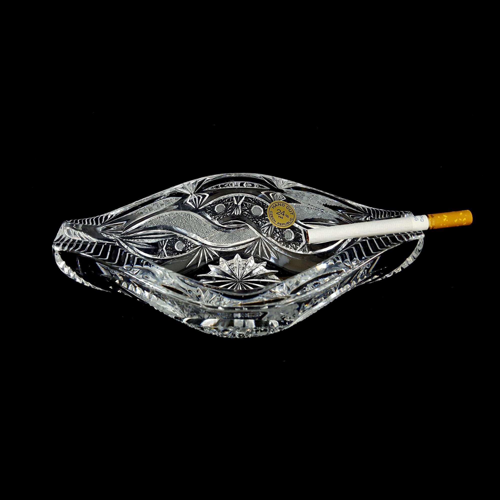 Ảnh minh họa Gạt tàn pha lê độc và lạ cao 19cm