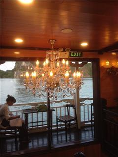 Thi công đèn chùm pha lê cho du thuyền Hạ Long