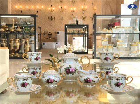 3 Mẫu bộ trà sứ Tiệp Khắc siêu sang trọng đón Tết 2018