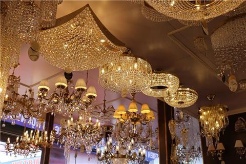 """Những lưu ý """"vàng"""" khi lựa chọn đèn trang trí phòng khách"""