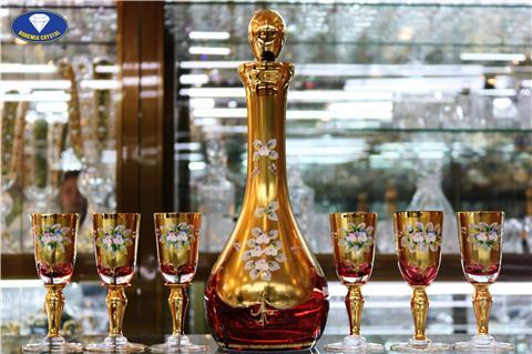 Bộ bình ly cốc pha lê màu đỏ kết hợp vàng đồng