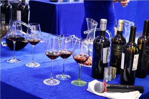 Hé lộ cách uống rượu vang đúng chuẩn và sang chảnh nhất